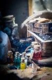 概念查出的魔术白色 在瓶的魔药 图库摄影