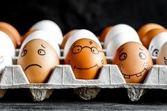概念社会网络通信和情感-鸡蛋微笑 免版税库存照片