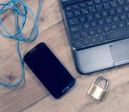 概念网络挂锁路由器安全 库存照片