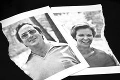概念被撕毁的离婚照片 库存照片