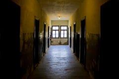 概念走廊黑暗的末端光隧道 免版税库存照片