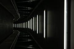 概念走廊黑暗的末端光隧道 免版税库存图片