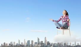 概念递他的人凝思被上升的天空对年轻人 免版税图库摄影