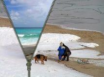 概念-从冬天的旅行在夏天 库存照片
