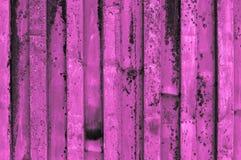 概略和生锈的紫色桃红色或紫色粉红紫罗兰成波状 库存照片