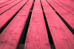 概略的红色带红色灰色木舞台背景 免版税库存图片