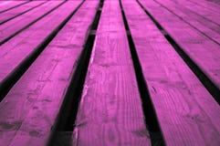 概略的紫色桃红色或紫色粉红紫罗兰色木阶段backgr 库存照片