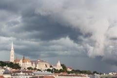 概要在雷暴前的布达佩斯 匈牙利 图库摄影