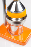 榨汁器橙色新闻 免版税库存照片