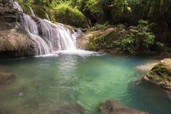 槐Mae Kamin瀑布Srinakarin水坝在北碧 库存图片