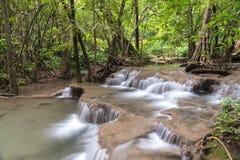 槐Mae Kamin瀑布Srinakarin水坝在北碧 免版税库存照片