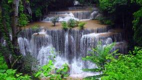 槐Mae Kamin,美丽的瀑布 股票录像