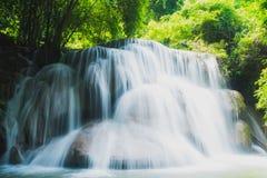 槐Mae Khamin瀑布在泰国 免版税图库摄影