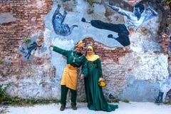 槟榔岛,马来西亚- DEC 28日2013年:回教新娘和新郎采取了前 图库摄影
