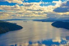 槭树海湾风景看法在温哥华岛,不列颠哥伦比亚省 免版税库存图片
