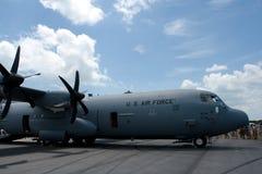 樟宜,新加坡- 2月6,2010 :美国空军C-130赫拉克勒斯 免版税库存图片