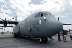 樟宜,新加坡- 2月6,2010 :美国空军C-130赫拉克勒斯 免版税库存照片