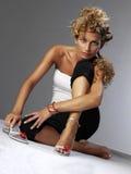 模型俏丽的坐的妇女 免版税库存图片