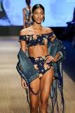 模型公平地走阿瓜的Bendita跑道在Paraiso时尚期间 库存图片