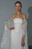 模型在秋天2015新娘汇集Pamella罗兰特介绍时摆在 图库摄影