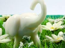 模型大象在草甸 库存图片