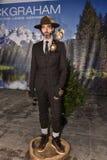 模型摆在佩带的尼克格雷姆在纽约时尚星期人的秋天期间/冬天2016年 图库摄影