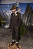 模型摆在佩带的尼克格雷姆在纽约时尚星期人的秋天期间/冬天2016年 库存图片