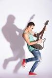 模型晃动在一把电吉他 图库摄影