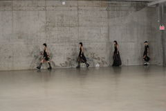 模型步行在R13春天2017展示的跑道结局 库存照片