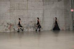 模型步行在R13春天2017展示的跑道结局 图库摄影