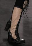 模型走跑道在萧志美时装表演在MBFW秋天期间2015年 免版税库存照片
