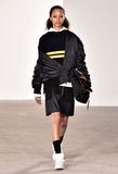 模型走跑道在蒂姆Coppens时装表演在纽约时尚星期人的秋天期间/冬天2016年 库存照片