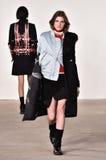 模型走跑道在蒂姆Coppens时装表演在纽约时尚星期人的秋天期间/冬天2016年 免版税图库摄影