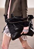 模型走跑道在蒂姆Coppens时装表演在纽约时尚星期人的秋天期间/冬天2016年 免版税库存图片