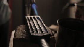 模子热化小型发焰装置的金属铸件的 影视素材