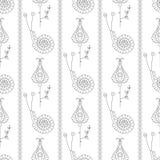 模式无缝的向量 与装饰装饰蜗牛、花和叶子的对称重复的背景在白色backd 免版税库存照片