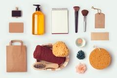 模板的化妆温泉嘲笑品牌身份设计的 在视图之上 免版税库存照片