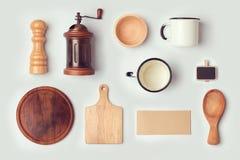 模板的厨房嘲笑与减速火箭的葡萄酒反对 在视图之上 免版税库存照片