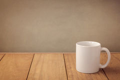 模板的咖啡杯嘲笑商标设计显示的 免版税图库摄影