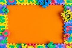 模板-儿童与空的空间的玩具难题框架文本或照片的 儿童` s生活概念的例证 图库摄影