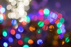 模糊的夜间圣诞灯bokeh 免版税库存图片