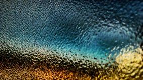 模糊的玻璃五颜六色的图象被采取后边被弄脏的玻璃 免版税库存照片