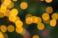 模糊的黄色圣诞灯圈子 免版税库存照片
