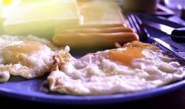 模糊,被烧的早餐,煎蛋 免版税库存照片