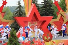 模范编舞合奏Edelweiss在Pyatigorsk,俄罗斯 胜利天游行 库存照片