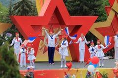 模范编舞合奏Edelweiss在Pyatigorsk,俄罗斯 胜利天游行 免版税库存照片