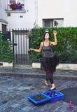 模仿与一个不可思议的球的跳舞在头在蒙马特,巴黎, 库存照片