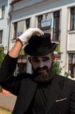 模仿在黑帽会议的街道上 库存图片