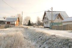 横向俄国村庄冬天 村庄街道 免版税库存照片