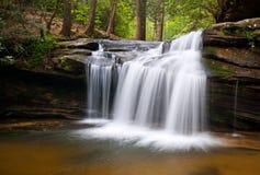 横向公园岩石sc状态表瀑布 库存照片